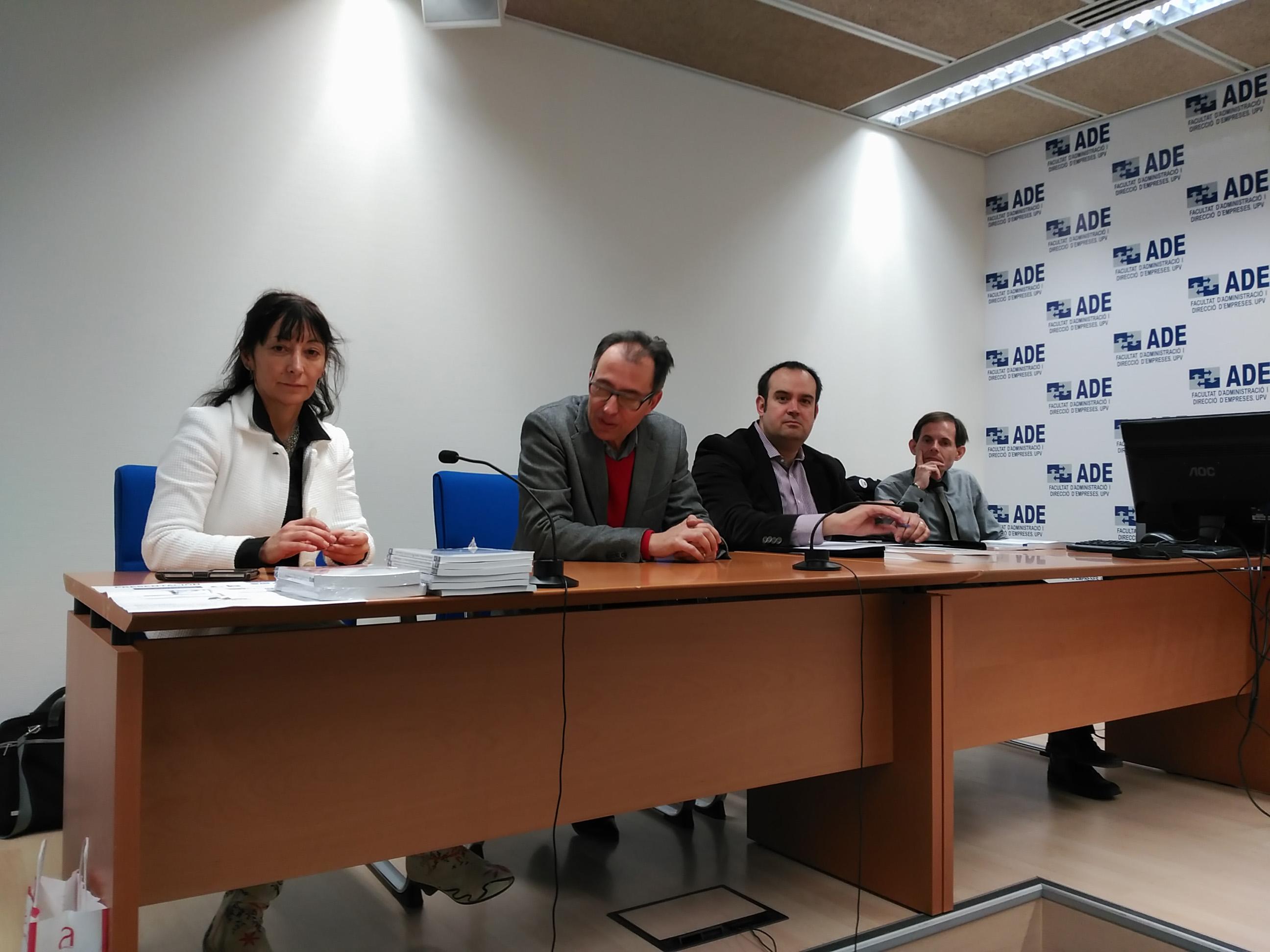 Presentación de los libros publicados por la Universidad Politécnica de Valencia y por el Aula de Infancia y Adolescencia.